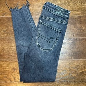 AMERICAN EAGLE distressed ankle skinny jeans